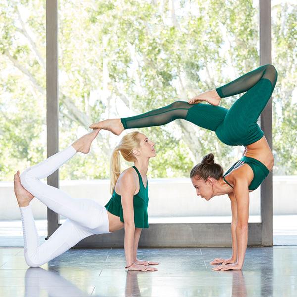alo-yoga-600x600