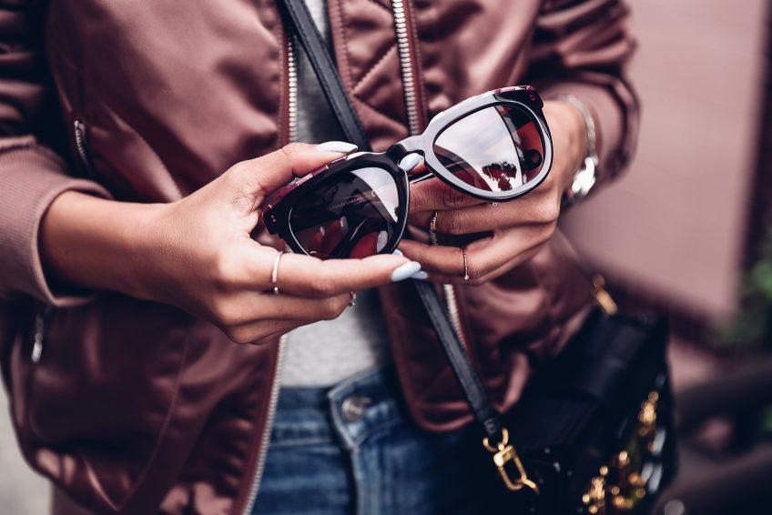 the-vivaluxury-dvf-sunglasses-2017-4-848x566